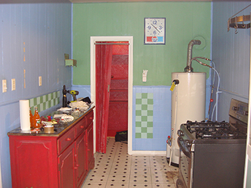 The Rieveses' kitchen before the remodel