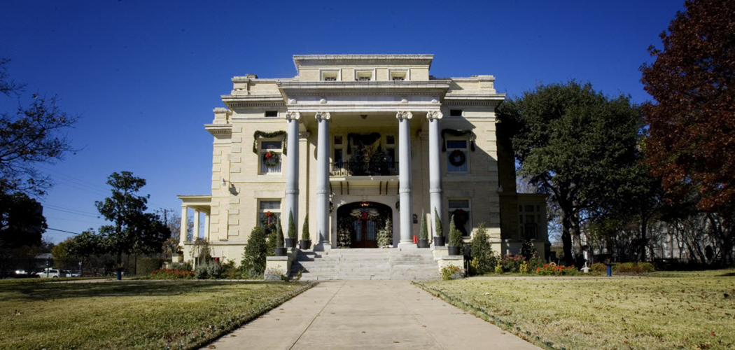 Exterior of the Alexander Mansion in 2016. (Photo by Jenn Ackerman/The Dallas Morning News)