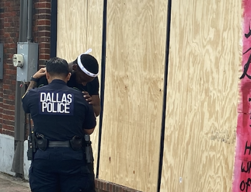 Dallas police officer hugs, prays with local muralist in Deep Ellum
